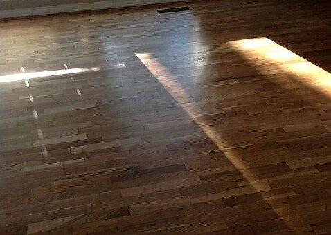 Trouver le bon matériau pour recouvrir le sol de sa maison