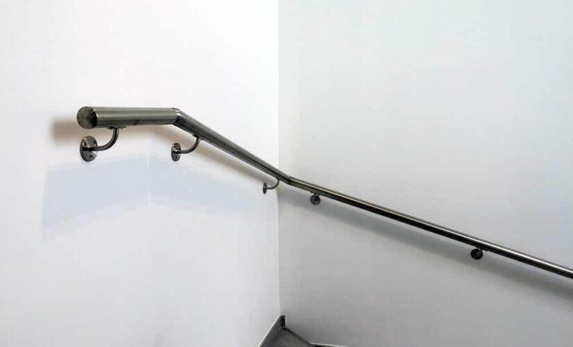 Installation de main courante d'escalier : 5 choses à savoir
