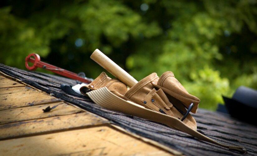 Rénover une toiture: pourquoi se fier à une entreprise en travaux de zinguerie?