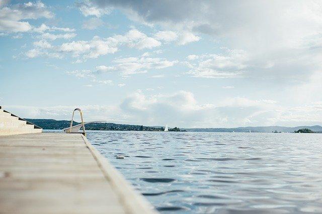 Quels équipements d'entretien faut-il avoir pour sa piscine?